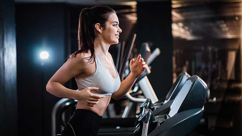 ejercicio cardio con cinta