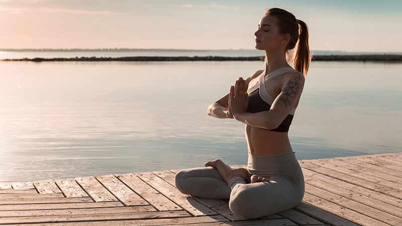 mejorar la ansiedad con yoga