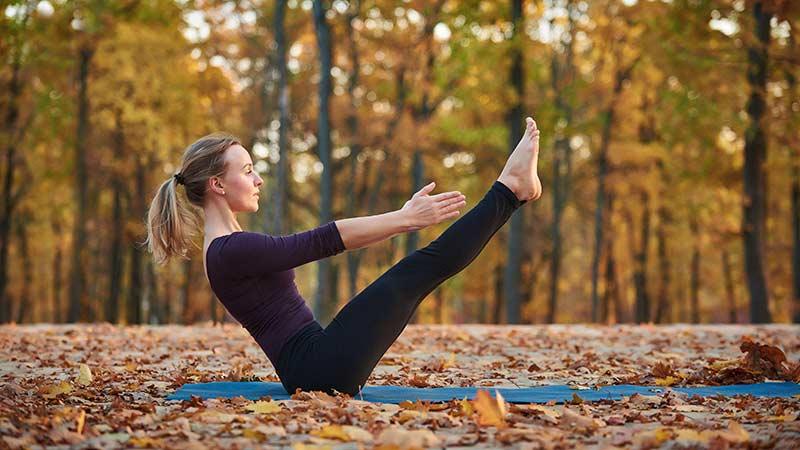 mejores posturas de yoga para los abdominales